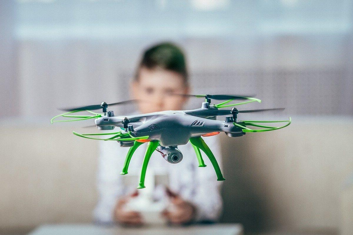 a quanti anni si prende il patentino per il drone