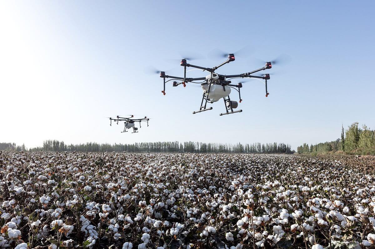 cover post due droni uguali possono volare insieme